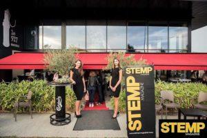 Hôtesses Crown Agency devant le 917 pour la soirée STEMP
