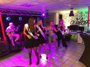 Les Miss Prestige Loire dansent sur le groupe Guarana à l'Afterwork Trenta Axome
